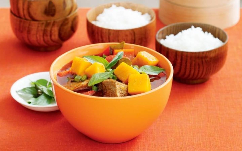 Vepřové jungle curry s dýní, jasmínová rýže
