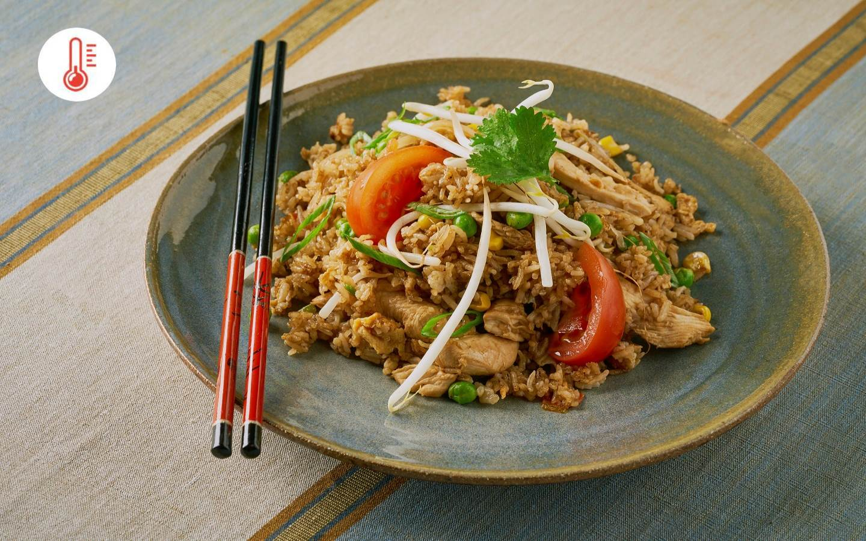Smažená kuřecí rýže (Khiao pad kai)