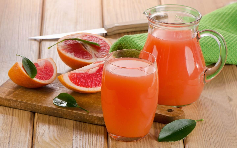 Čistá grapefruitová nefiltrovaná šťáva