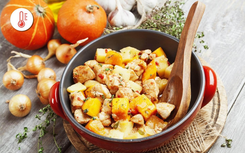 Pečená kuřecí prsa s máslovou dýní, chilli a tymiánovými bramborami