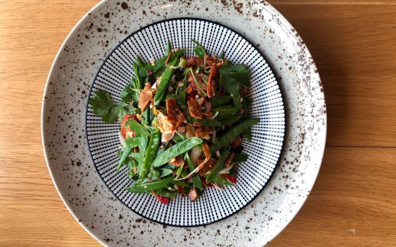 Vietnamský salát z fazolových lusků se sušeným hovězím