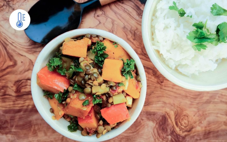 Naklíčené luštěninové stew s dýní, kadeřávkem a basmati rýží