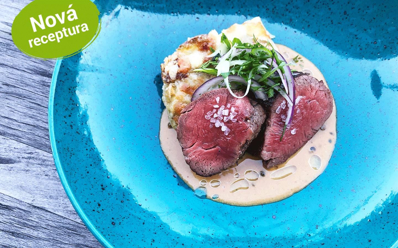 Steak z hovězí svíčkové, pepřová omáčka, gratinované brambory