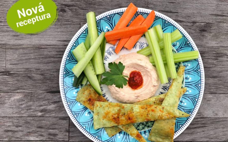Klasický hummus se zeleninovým crudité a chipsy z tortily