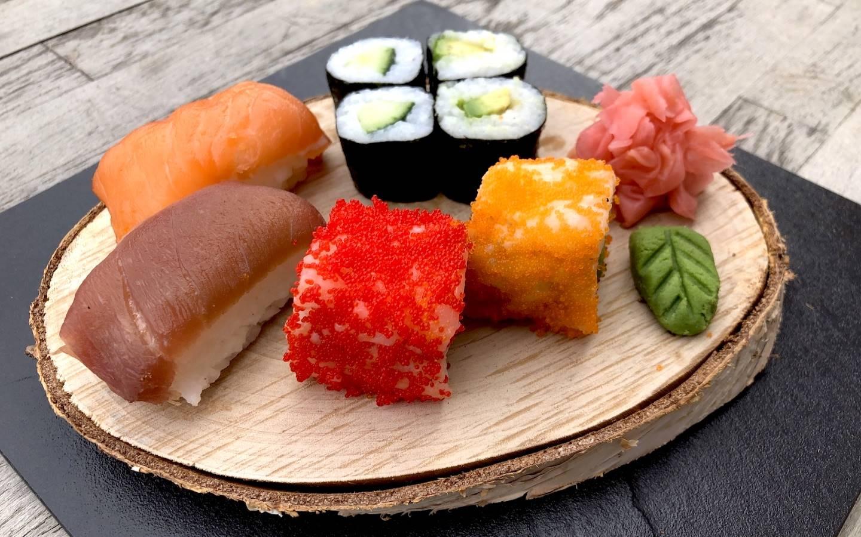 Sushi set 2x Nigiri, 2x California roll, 4x Avocado Maki