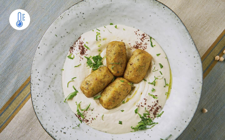 Hummus se smaženými zeleninovými bochánky