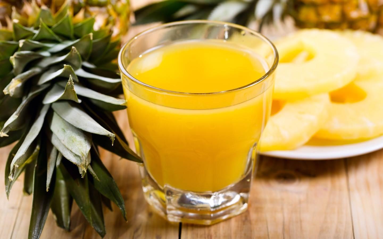 Čistá ananasová nefiltrovaná šťáva