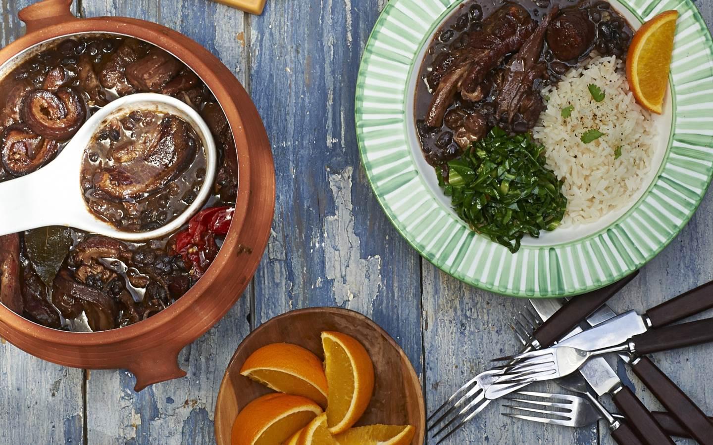 Hovězí feijoada s rýží a špenátem