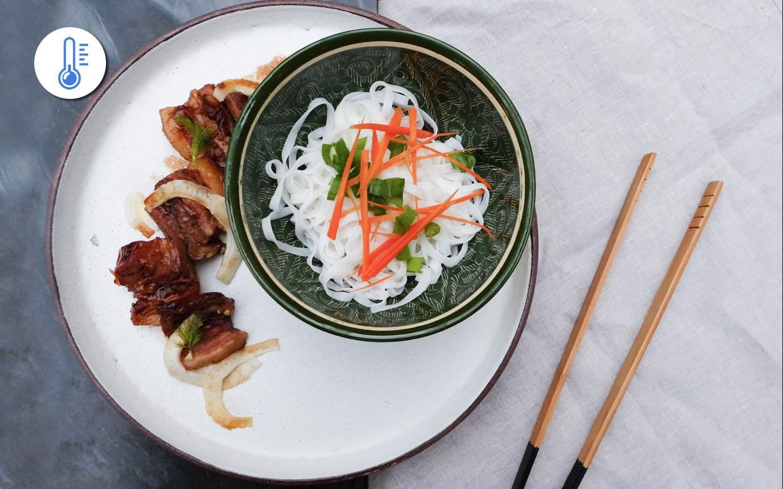 Glazírovaný bůček s fenyklem a rýžové nudle