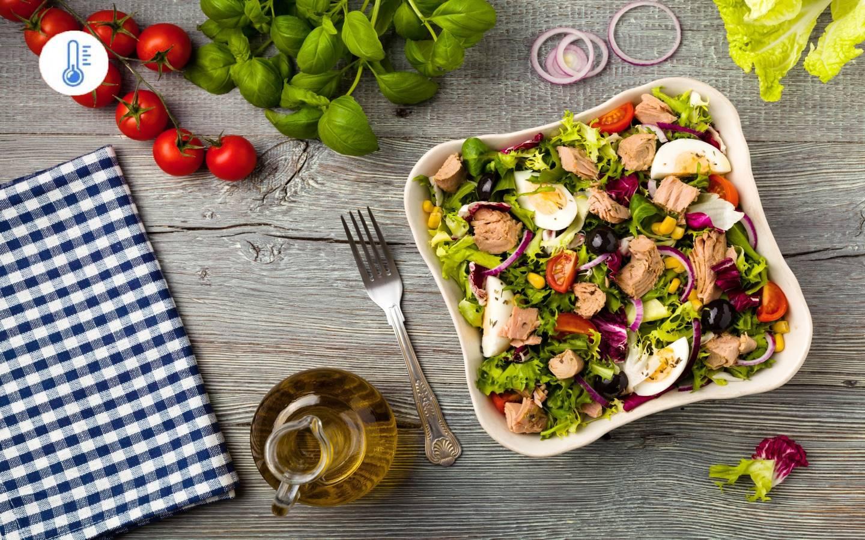 Tuňákový salát s vejci a rajčaty (vysoký obsah proteinu)